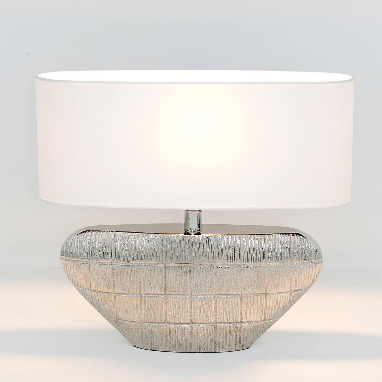 Cleopatra - oval bordlampe med tekstilskjerm