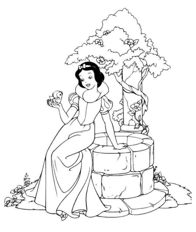 Раскраска Белоснежка у волшебного колодца