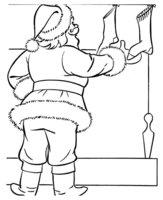 Раскраска Дедушка Мороз проверяет рождественские носочки