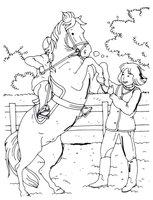 Раскраска Дети играют с лошадью
