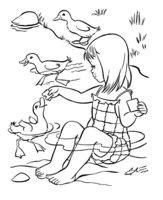 Раскраска Девочка кормит уток