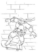 Раскраска Микеланджело катается на скейте