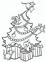 Раскраска Мышки украшают елку