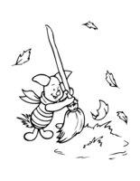 Раскраска Пятачок убирает листву