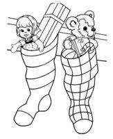 Раскраска Рождественские носки с куклой и медвежонком