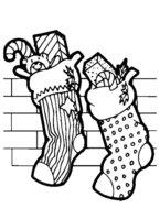 Раскраска Рождественские носки висят на стенке