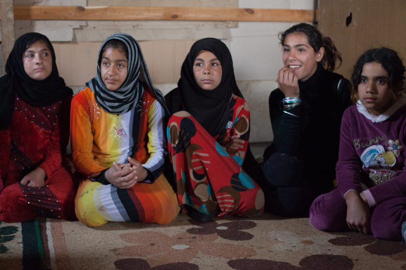 Girls-sitting-in-a-group-session-1024x682.jpg