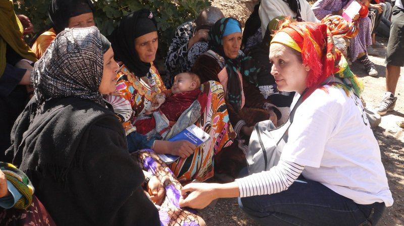 Najat Ikhich, founder and director of Fondation YTTO, talks to women during the caravan. Photo credit: Girls Not Brides.
