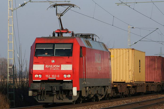 A DB Class 152 locomotive pictured in 2006. Railion is now a part of DB Cargo. Credit: Sebastian Terfloth.