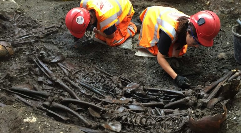 A mass burial site containing victims of the Great Plague of 1665 at Liverpool Street. Picture taken in August, 2015. Credit: Crossrail.