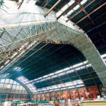 Scaffolding along the roof of the Barlow train shed at St Pancras International station to enable workers to repair and refurbish the roof. Credit: Bechtel.