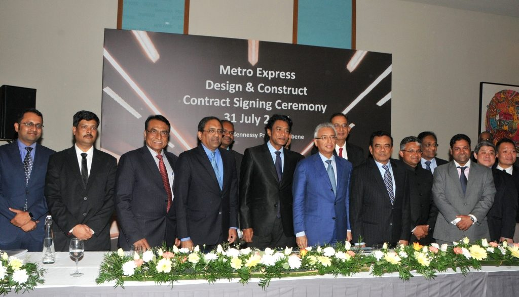 Larsen & Toubro sign the contract with Metro Express in July. Photo: Mauritius Government.