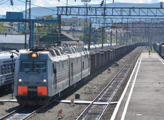 A 13,000 horsepower 3 unit ERMAK at Lena on the Baikal Amur Mainline. Photo: David Shirres.