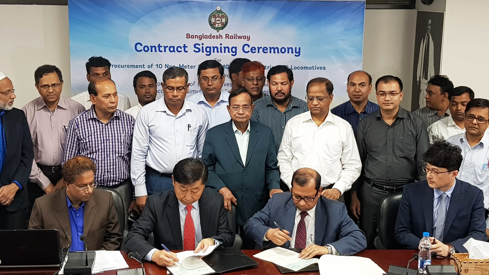 A signing ceremony was held at the offices of the Bangladesh Railway Office on March 17 with Bangaldesh's railway minister in attendance. Photo: Hyundai Rotem.