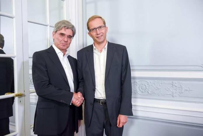 L-R: Siemens CEO Joe Kaeser and Alstom CEO Henri Poupart-Lafarge pictured in September 2017 after the two companies signed a memorandum of understanding to merge. Photo: Siemens.