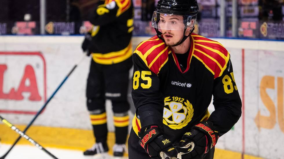 KHL-affären sprack - nu letar landslagsforwarden efter jobb i SHL
