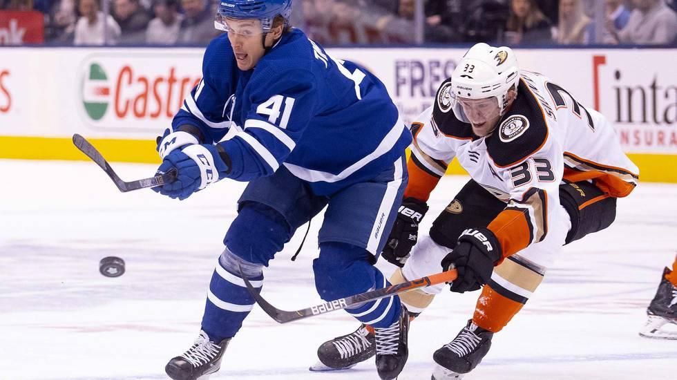 Gjort fyra mål i Toronto Maple Leafs – nu byter svensken klubb i NHL