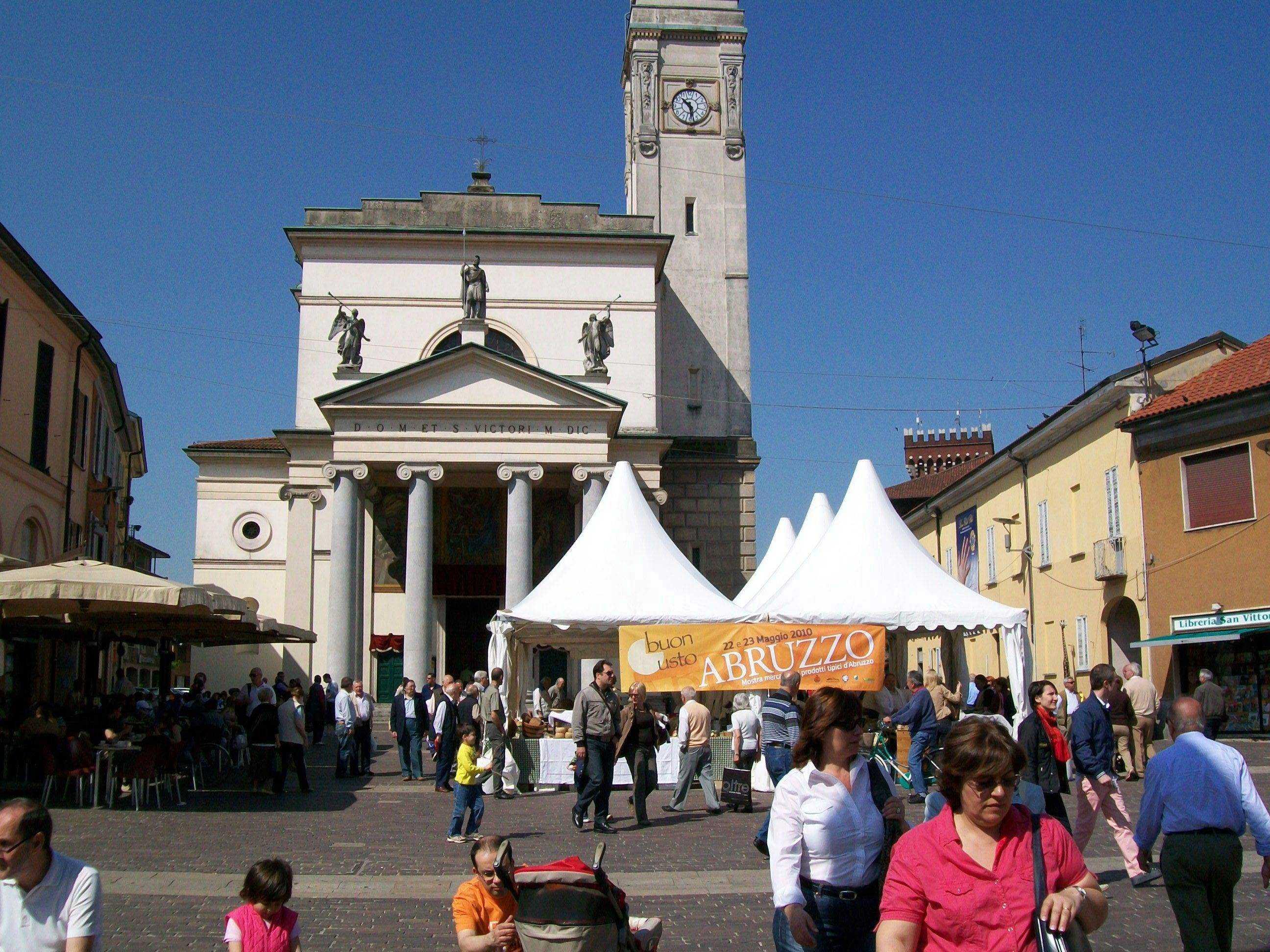 Piazza San Vittore Rho -