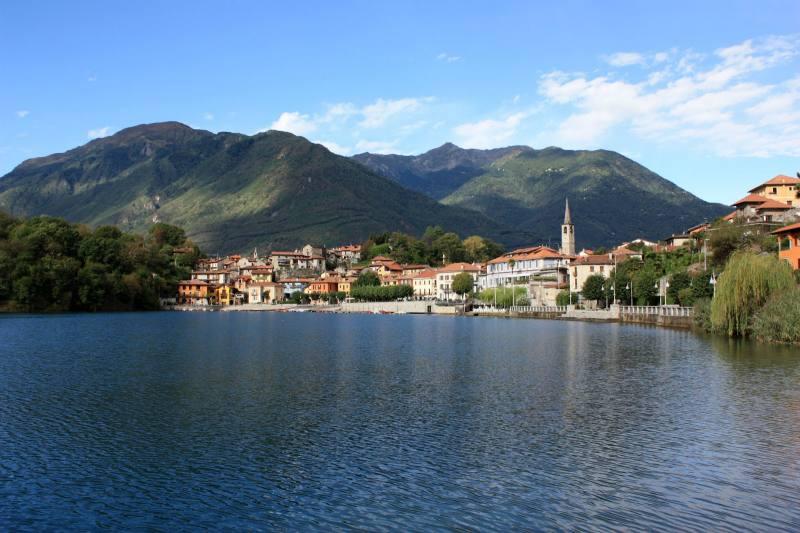 piazza lago a Mergozzo