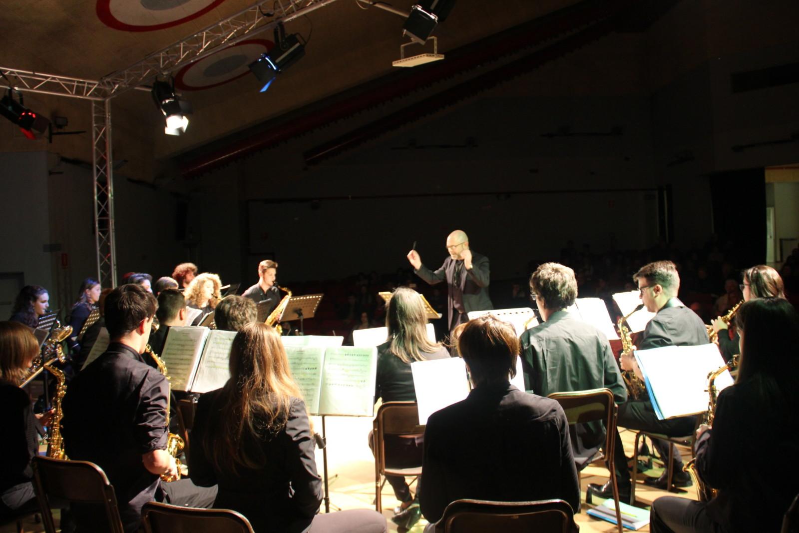 Brizzi dirige la saxphone bGold Orchestra fuori