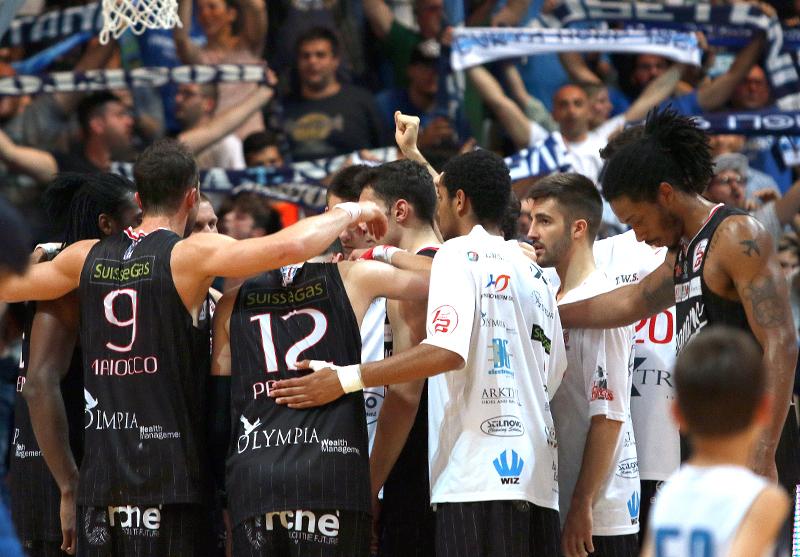 07/05/2017 / Roseto Sharks - Legnano Basket 64-61 / Playoff 2017 - Gara 4 / I Knights a fine partita (c) www.legnanobasket.it