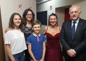 Silvia con giovani fan sempionenews