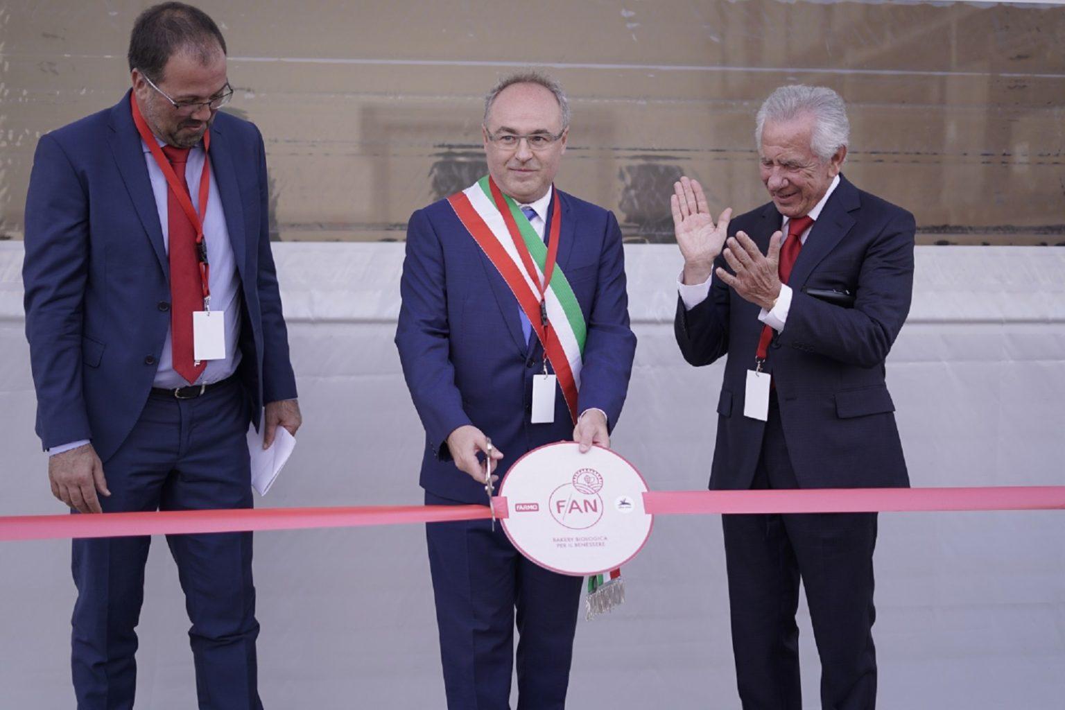 Marco Santori-Presidente FAN_Pierluca Oldani-Sindaco di Casorezzo_Remo Giai-Presidente Farmo_Taglio del nastro FAN