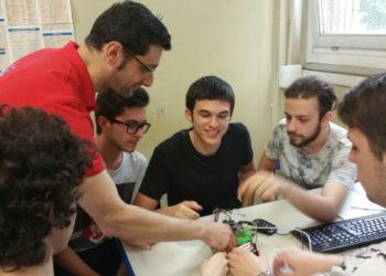 lezione-di-robotica-isis-bernocchi-1-350x250 Gli Studenti del Bernocchi di Legnano a lezione di robotica con Futura Elettronica