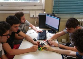 lezione-di-robotica-isis-bernocchi-2-350x250 Gli Studenti del Bernocchi di Legnano a lezione di robotica con Futura Elettronica