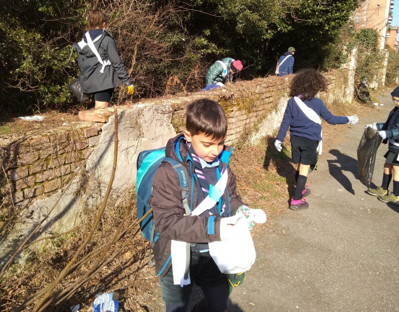 Gli scout di busto arsizio ripuliscono le strade for Le torri arredamento busto arsizio