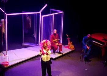 Anna Mazzamauro Nuda e Cruda Teatro Tirinnanzi