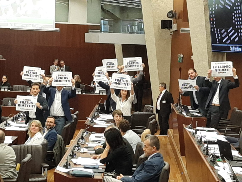 protesta movimento 5 stelle lombardia