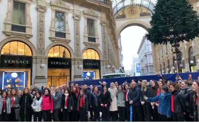flashmob Coro Divertimento Vocale Galleria Vittorio Emanuele Milano