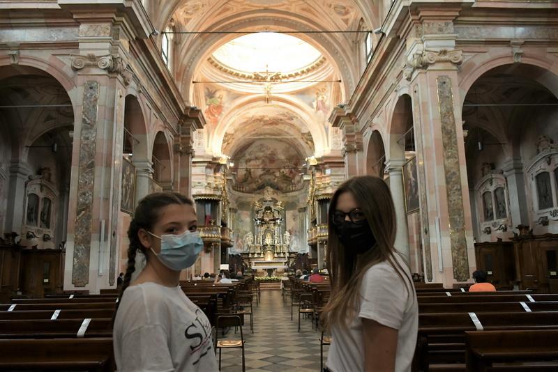 Riaprono le Chiese: dal Duomo di Milano, a San Giovanni di Busto, a San Magno di Legnano: lasciate che vengano a me (con le dovute precauzioni)