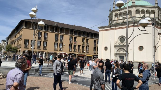 Flash mob commercianti a Busto