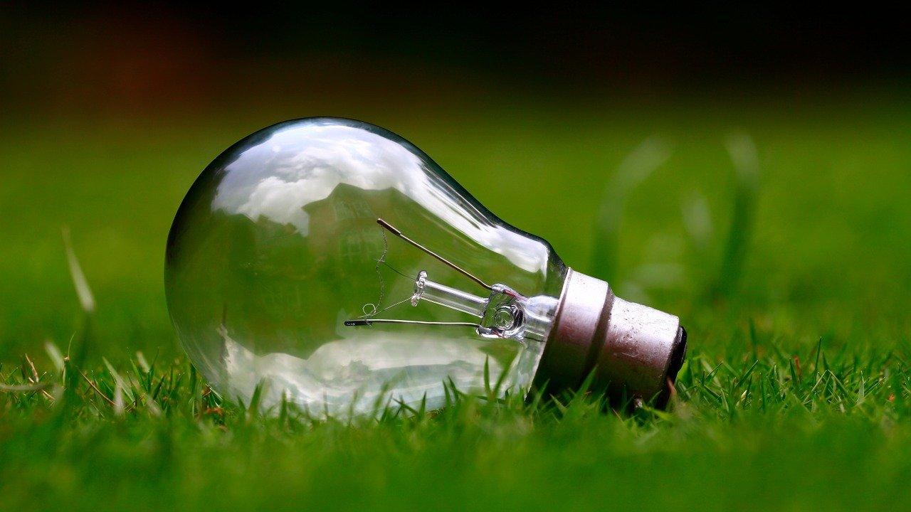 lampadina energia rinnovabile