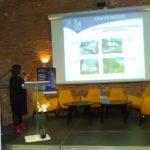 riaditeľka OM informuje návštevníkov o stave Oravskej lesnej železnice