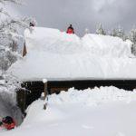 odstraňovanie snehu z goralskej drevenice