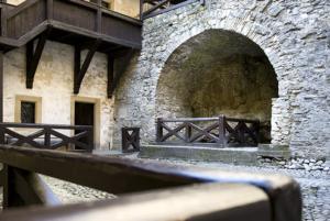 hrad stredne nadvorie studna pisny