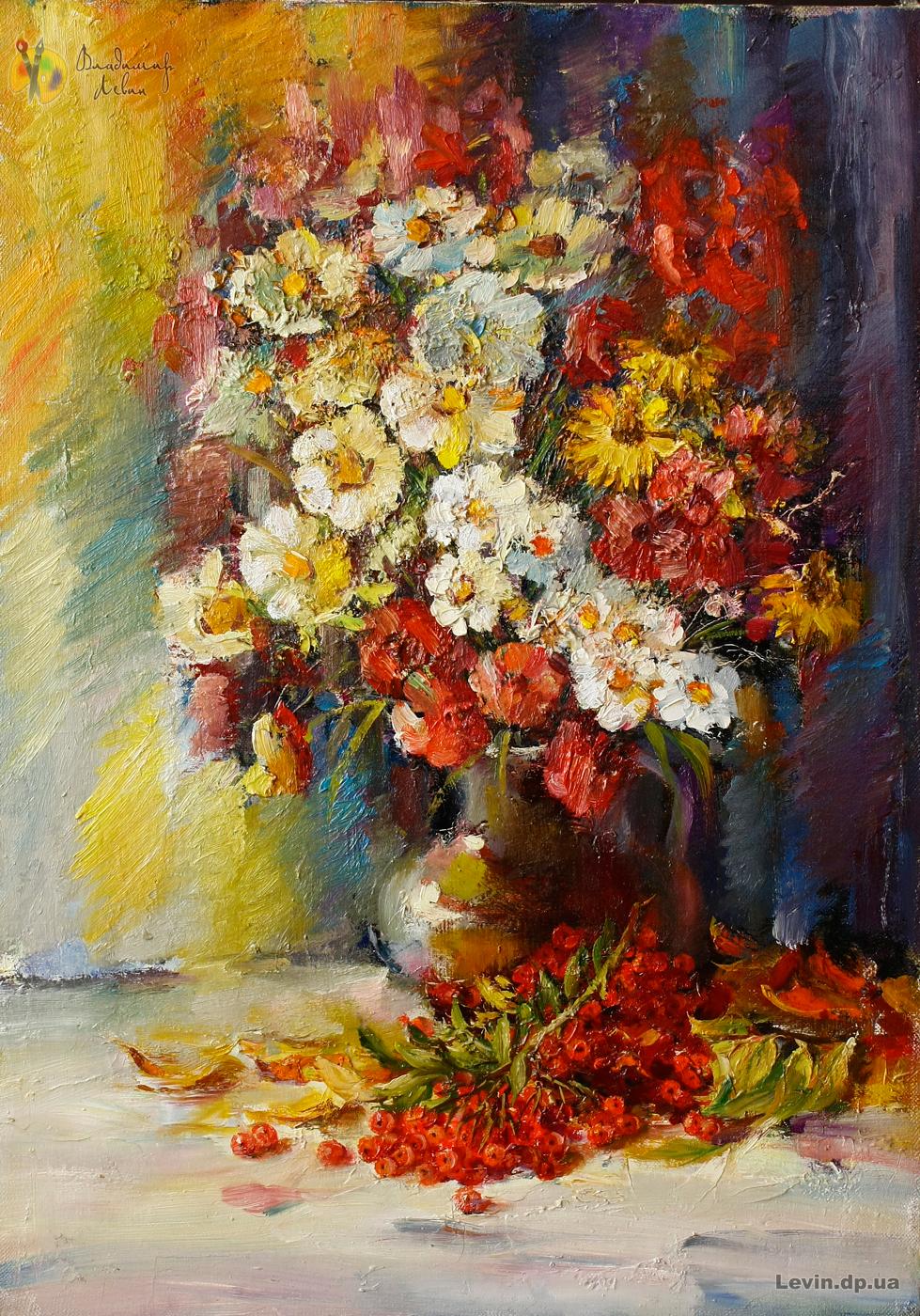 ваза с цветами и калина