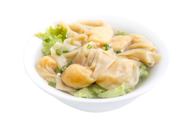 Soupe de nouilles avec raviolis aux crevettes 馄饨汤面