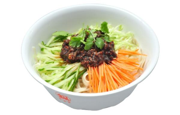 Nouilles à la sauce Pékinoise au porc haché 北京炸酱面