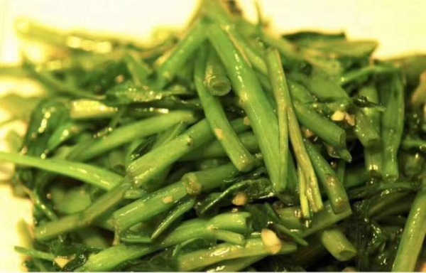 Stir-fried water spinach 清炒空心菜