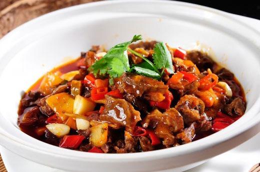 香辣笋干牛腩煲 Marmité de boeuf et pousse de bamboo pimenté