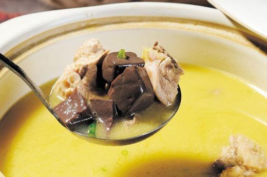 农家特色鸡汤(大份Grand) Soupe de poulet spéciale fait maison avec légumes accompagnés