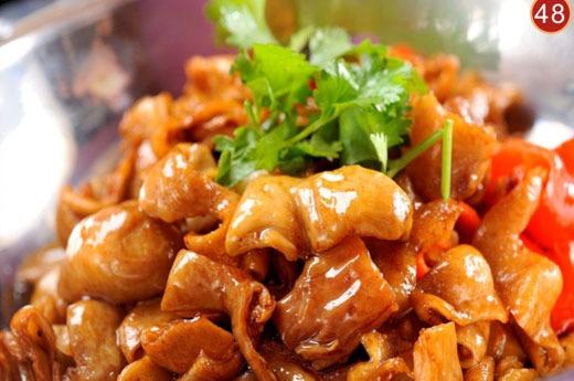 干锅肥肠 Tripe de porc sautés en cocotte chaude