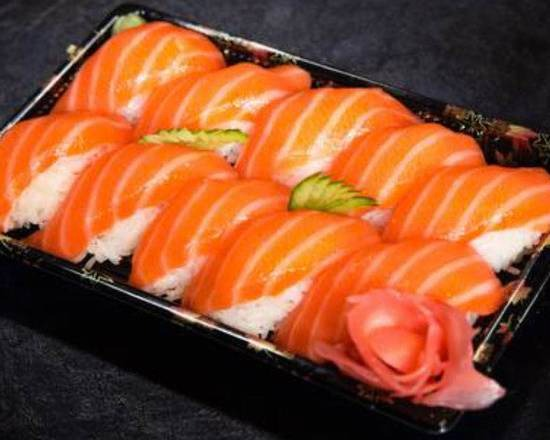 J8. 12 Sushi saumon