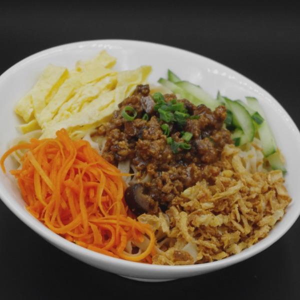 Nouilles au porc sauce soja (zhajiang)