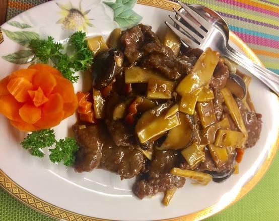 Bœuf aux champignons et pousses de bambou