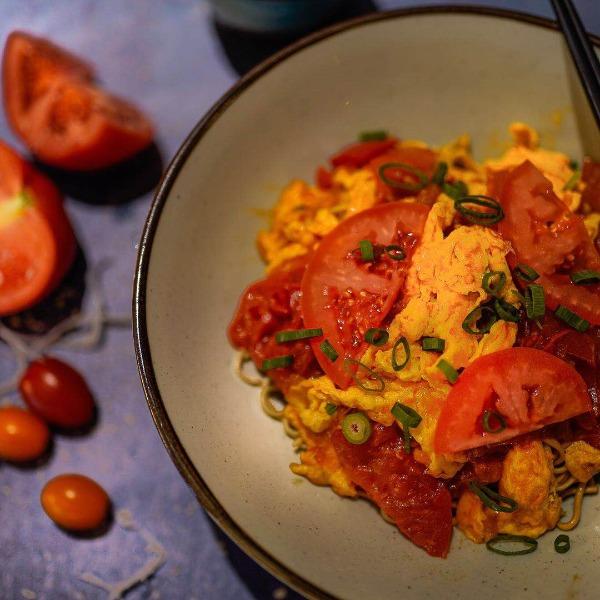Tomato Ban Mian (végétarien)